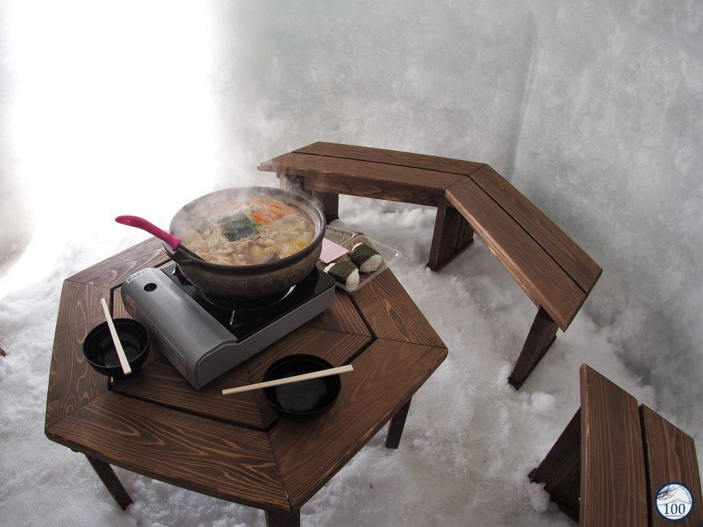 Pot au feu (nabe) dans un igloo à Iyama - Nagano